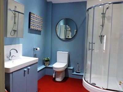 Holiday cottage bathroom, self catering accommodation shower