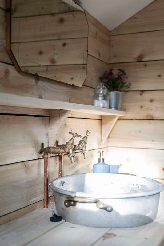 Ensuite Bathrooms in the glamping safari tent at Middle Stone Farm, Somerset