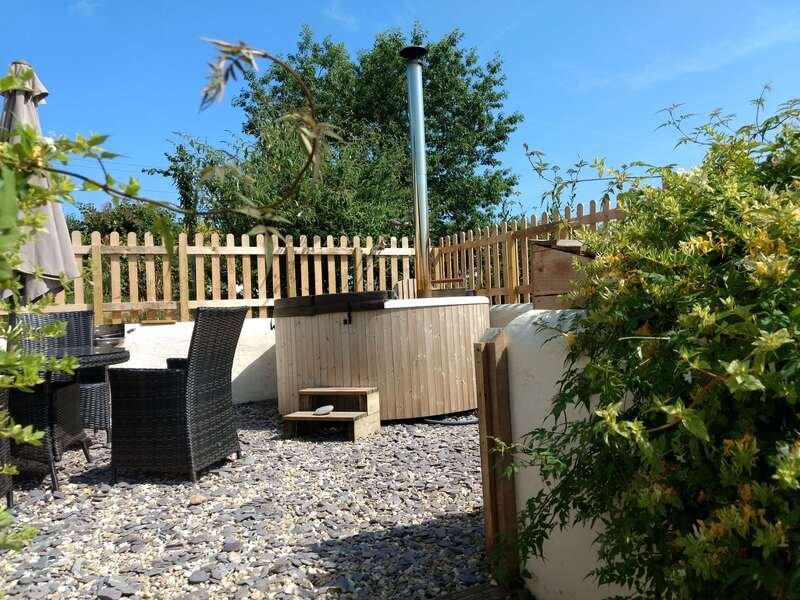 Holiday Cottage hot tub with views around the farm, Somerset