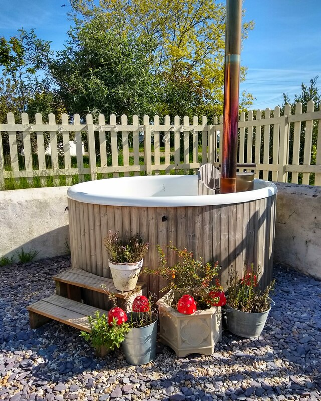 The Stable Cottage, self catering holiday cottage for 4 with hot tub